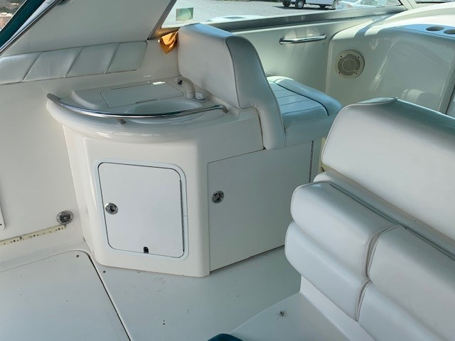 1995 Sea Ray sundancer 330 Photo 5 of 10