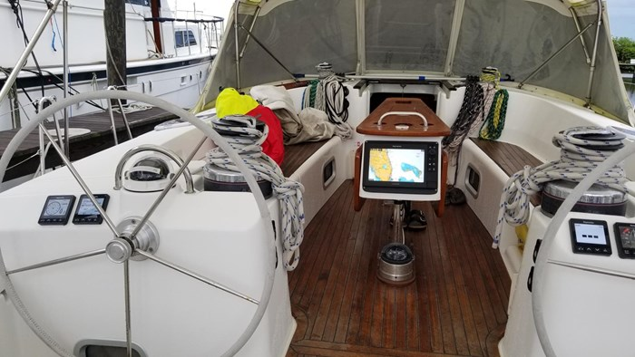 2007 Beneteau 523 Photo 12 of 47