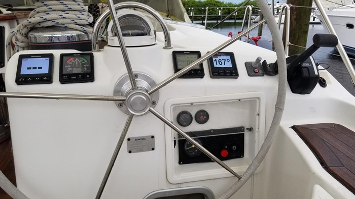 2007 Beneteau 523 Photo 14 of 47