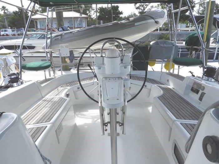 2005 Beneteau 423 Photo 10 sur 41