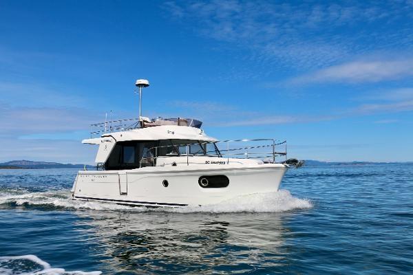 2020 Beneteau 30 Swift Trawler Photo 4 of 53
