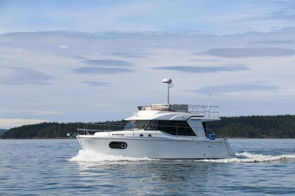 2020 Beneteau 30 Swift Trawler Photo 6 of 53