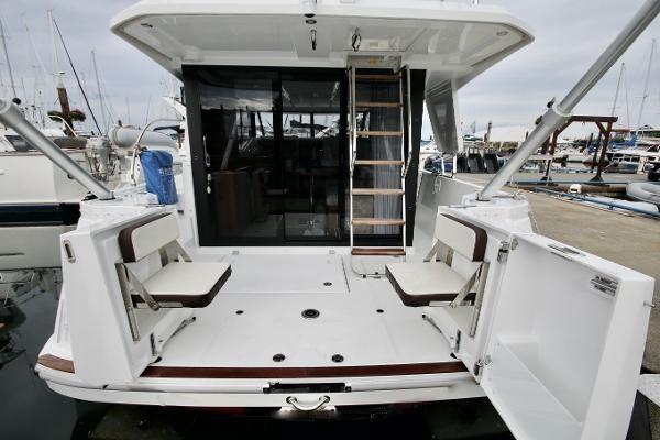 2020 Beneteau 30 Swift Trawler Photo 13 of 53