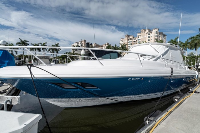 2019 Intrepid 430 Sport Yacht Photo 2 of 33