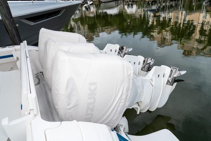 2019 Intrepid 430 Sport Yacht Photo 4 of 33