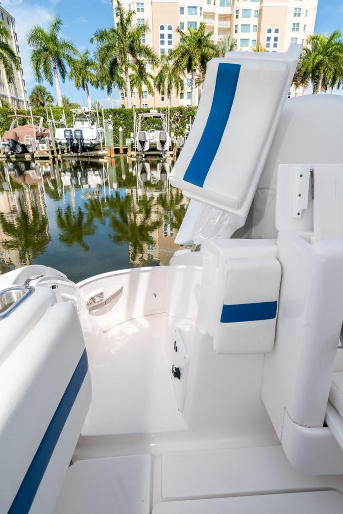 2019 Intrepid 430 Sport Yacht Photo 5 of 33