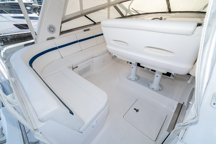 2019 Intrepid 430 Sport Yacht Photo 10 of 33