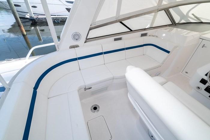 2019 Intrepid 430 Sport Yacht Photo 11 of 33