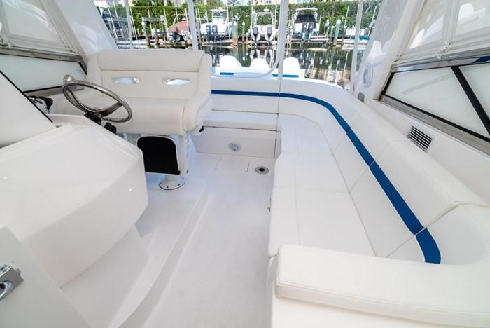2019 Intrepid 430 Sport Yacht Photo 12 of 33