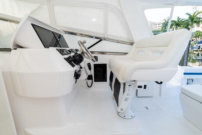 2019 Intrepid 430 Sport Yacht Photo 14 of 33