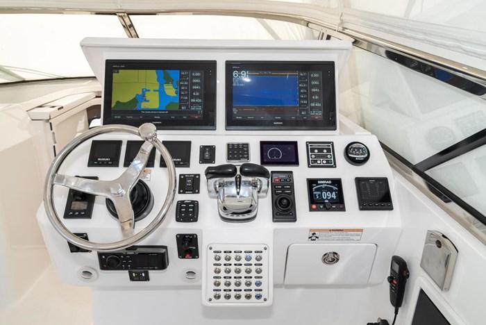 2019 Intrepid 430 Sport Yacht Photo 15 of 33