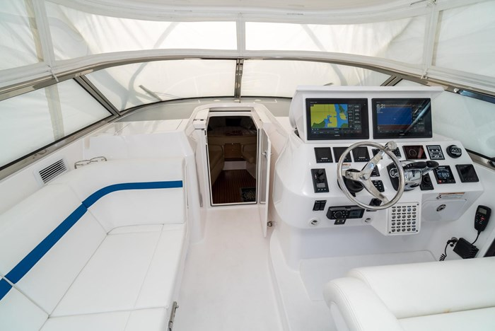2019 Intrepid 430 Sport Yacht Photo 16 of 33