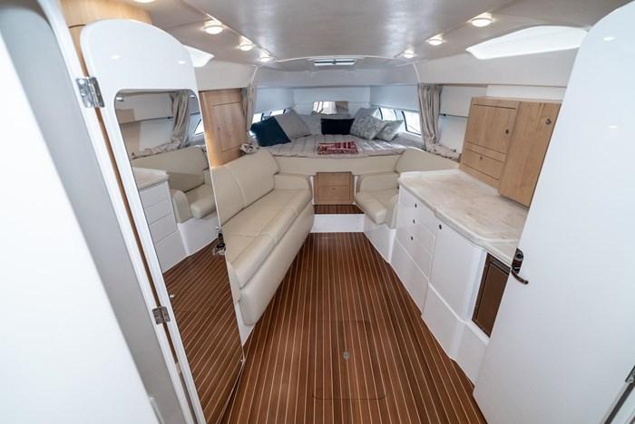 2019 Intrepid 430 Sport Yacht Photo 17 of 33
