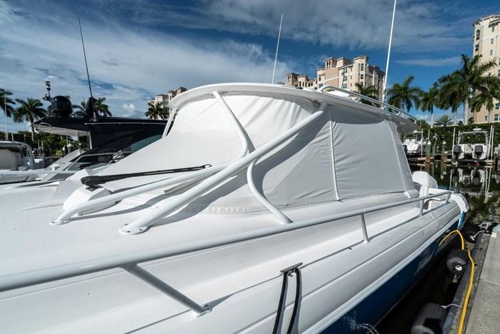 2019 Intrepid 430 Sport Yacht Photo 29 of 33