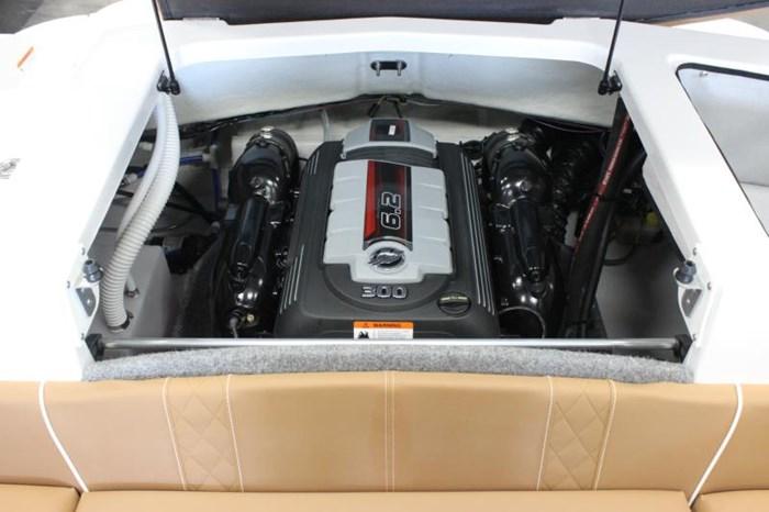 2018 GLASTRON 245 GT 6.2L MPI/BRAVO 3 Photo 12 of 13
