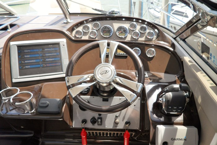 2014 Regal 38 Express Cruiser Photo 6 of 39
