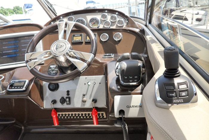 2014 Regal 38 Express Cruiser Photo 8 of 39