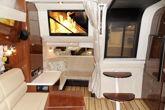 2014 Regal 38 Express Cruiser Photo 19 of 39