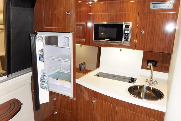 2014 Regal 38 Express Cruiser Photo 25 of 39