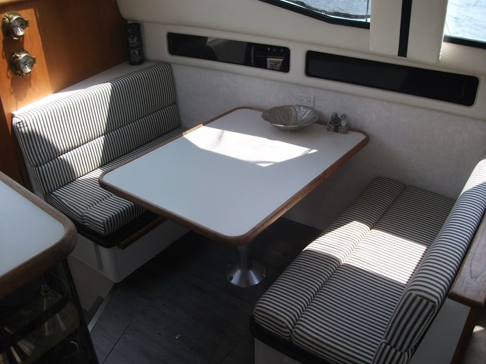 1992 CARVER 33 AFT CABIN Photo 11 of 22