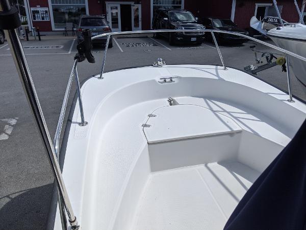 2010 Boston Whaler 170 Montauk Photo 4 of 14