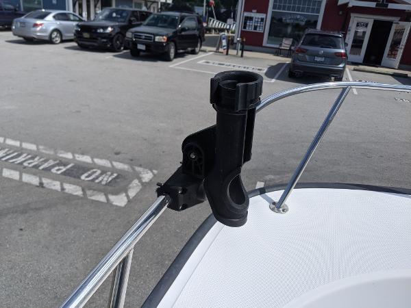 2010 Boston Whaler 170 Montauk Photo 6 of 14
