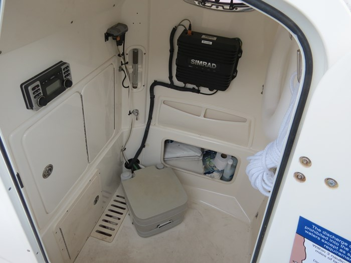 2010 Boston Whaler 250 Outrage Photo 14 of 22