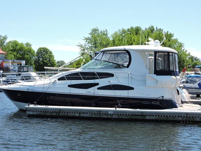 2006 Cruisers Yachts 455 Express Motor Yacht Photo 2 of 86