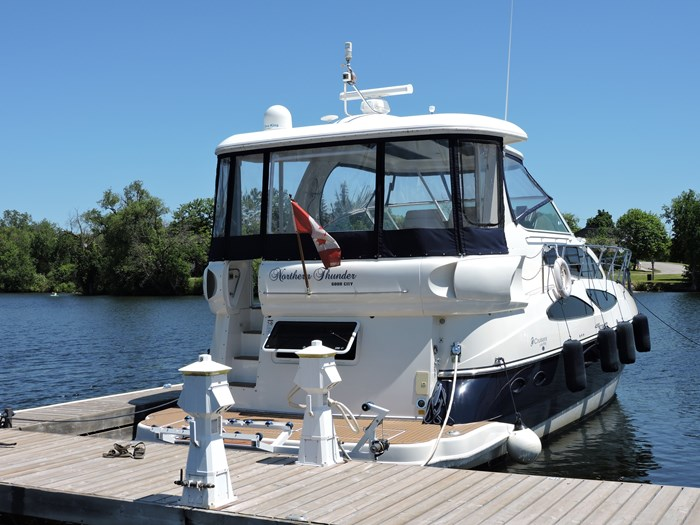 2006 Cruisers Yachts 455 Express Motor Yacht Photo 6 of 86