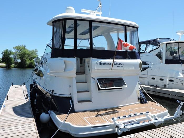 2006 Cruisers Yachts 455 Express Motor Yacht Photo 7 of 86