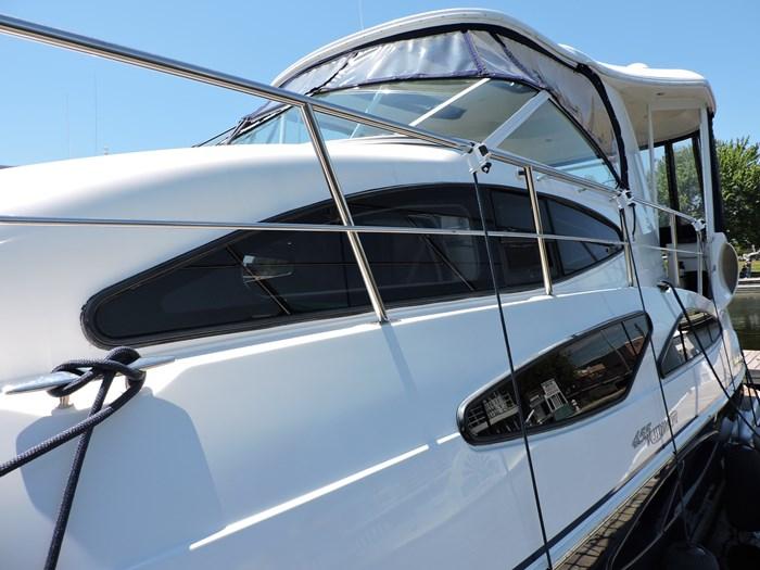 2006 Cruisers Yachts 455 Express Motor Yacht Photo 10 of 86