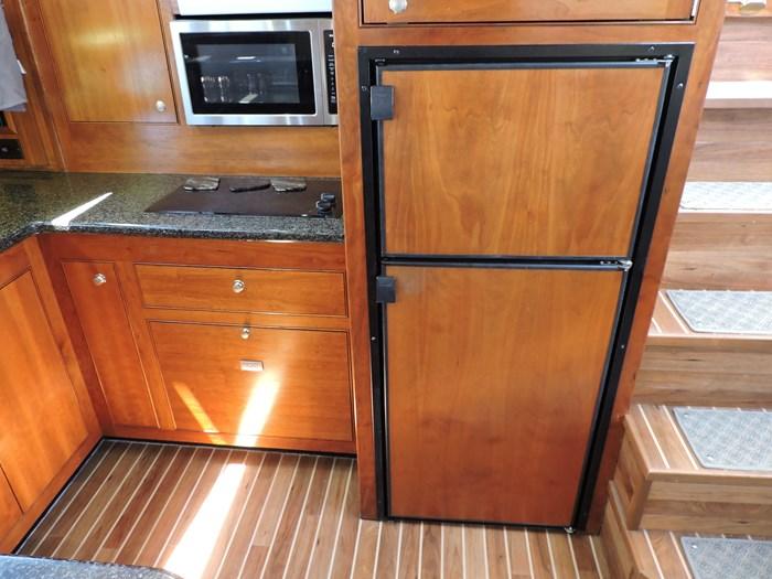 2006 Cruisers Yachts 455 Express Motor Yacht Photo 39 of 86
