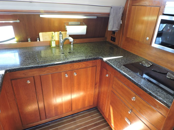 2006 Cruisers Yachts 455 Express Motor Yacht Photo 40 of 86