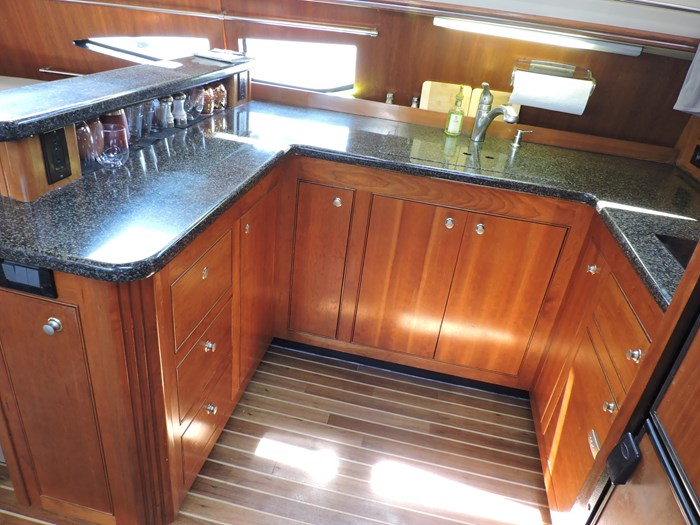 2006 Cruisers Yachts 455 Express Motor Yacht Photo 41 of 86