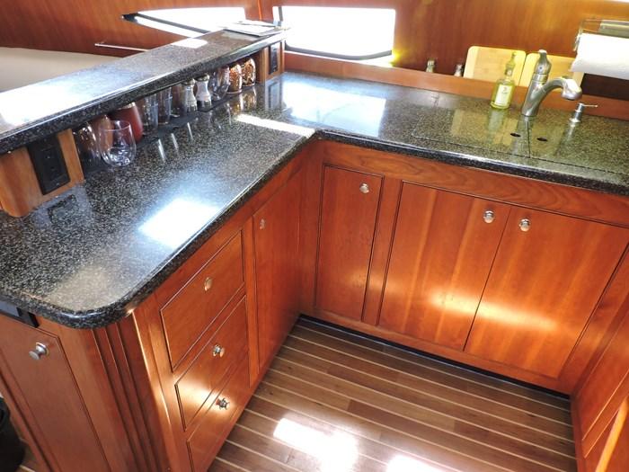2006 Cruisers Yachts 455 Express Motor Yacht Photo 44 of 86