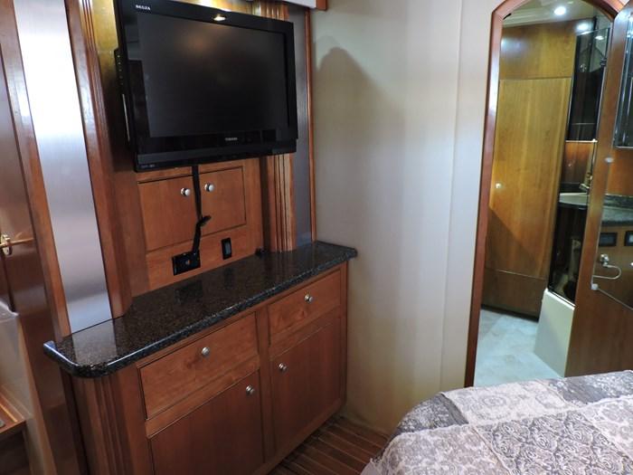 2006 Cruisers Yachts 455 Express Motor Yacht Photo 48 of 86