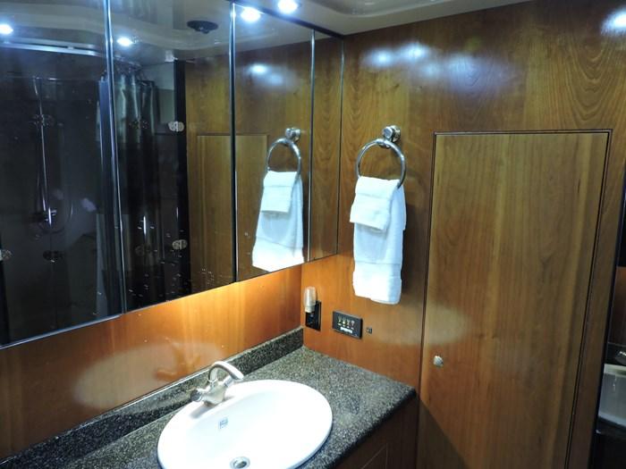 2006 Cruisers Yachts 455 Express Motor Yacht Photo 54 of 86