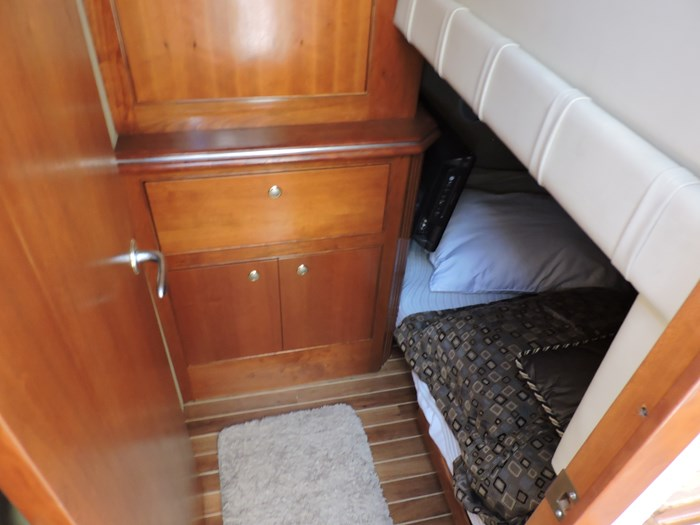2006 Cruisers Yachts 455 Express Motor Yacht Photo 76 of 86
