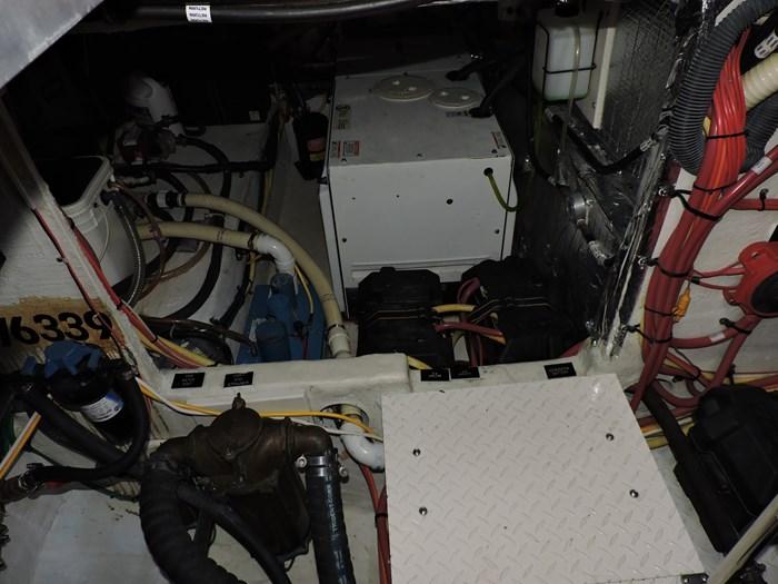 2006 Cruisers Yachts 455 Express Motor Yacht Photo 84 of 86