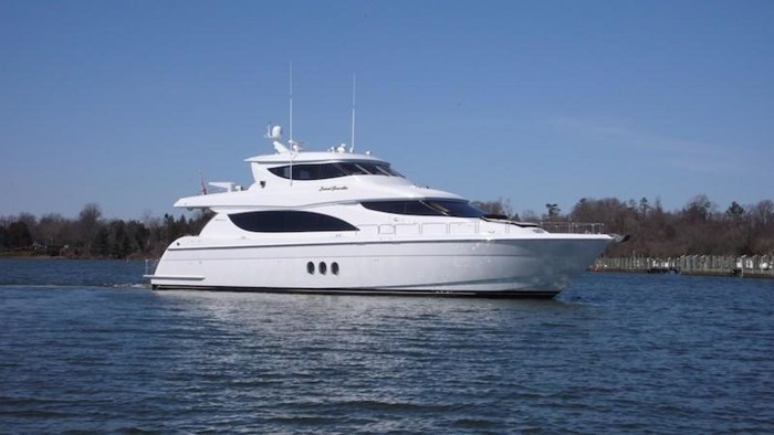 2005 Hatteras Sky Lounge Motor Yacht Photo 1 sur 69
