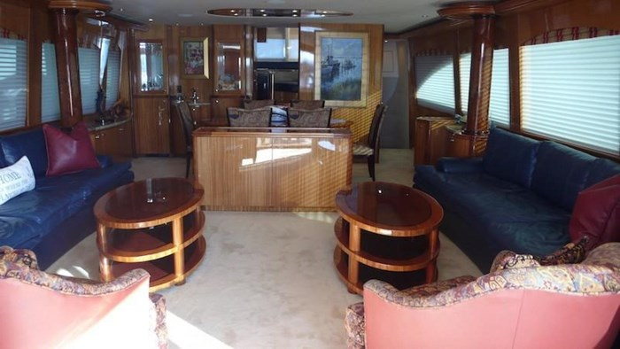 2005 Hatteras Sky Lounge Motor Yacht Photo 17 sur 69