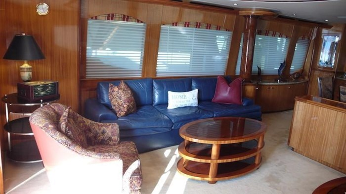 2005 Hatteras Sky Lounge Motor Yacht Photo 18 sur 69