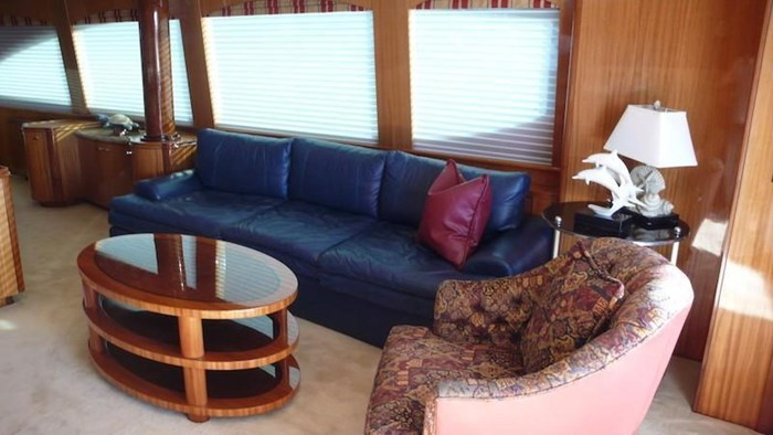 2005 Hatteras Sky Lounge Motor Yacht Photo 19 sur 69