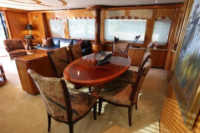 2005 Hatteras Sky Lounge Motor Yacht Photo 22 sur 69