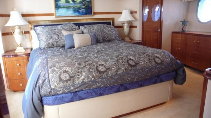 2005 Hatteras Sky Lounge Motor Yacht Photo 33 sur 69