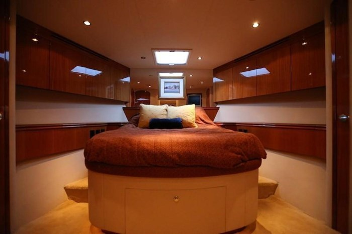 2005 Hatteras Sky Lounge Motor Yacht Photo 43 sur 69