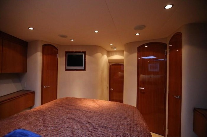 2005 Hatteras Sky Lounge Motor Yacht Photo 44 sur 69