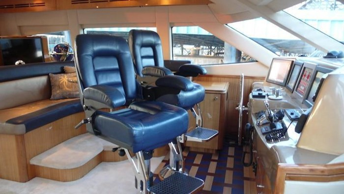 2005 Hatteras Sky Lounge Motor Yacht Photo 52 sur 69