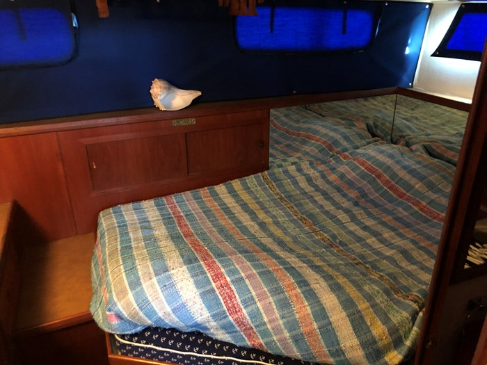 1974 1974 36 Uniflite DCMY ( Double Cabin Motor Yacht) 36 Sedan Flybridge Double Cabin Motor Yacht Photo 22 of 25