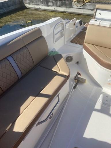 2017 Sea Ray Sun Deck Photo 9 of 11